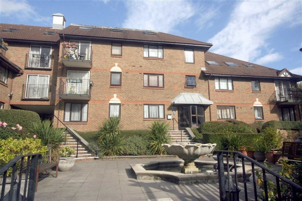 2 bedroom Apartment - Purpose Built for sale in Purley